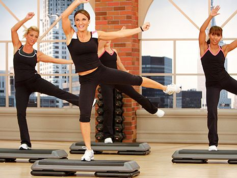 Степ аэробика для похудения - идеальное решение, если вы тренируетесь более получаса и следите за питанием.