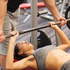 Упражнения для груди для девушек