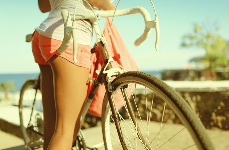 Велотренажер или велосипед