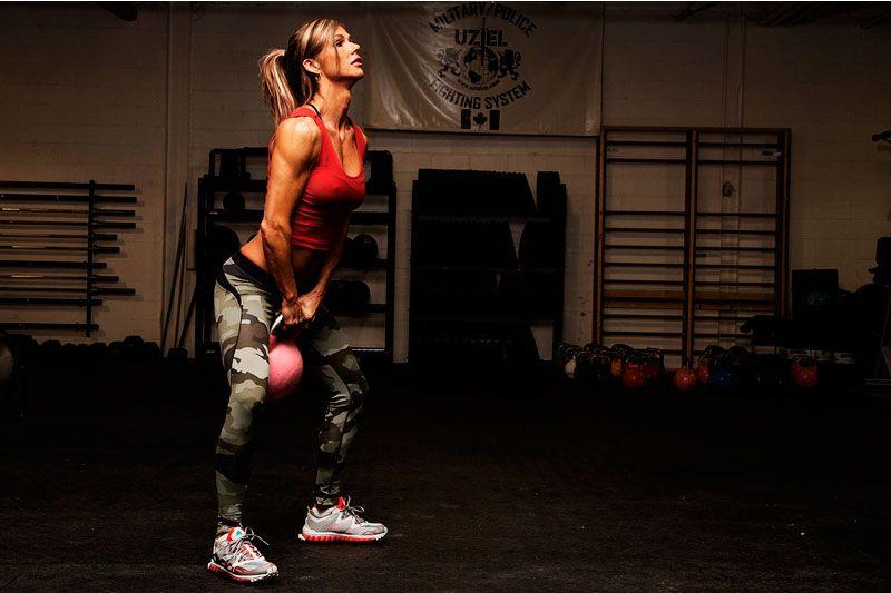 Упражнения с гирями для сильных девушек