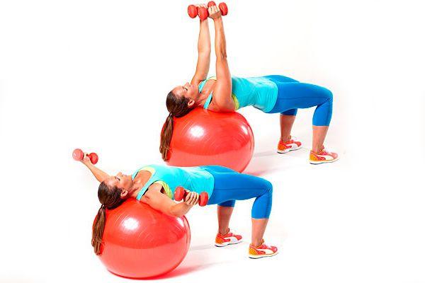Разведение рук лежа для грудных мышц