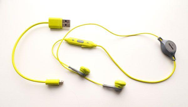 Наушники и зарядный кабель