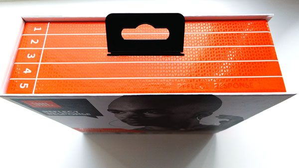 Коробка с наушниками